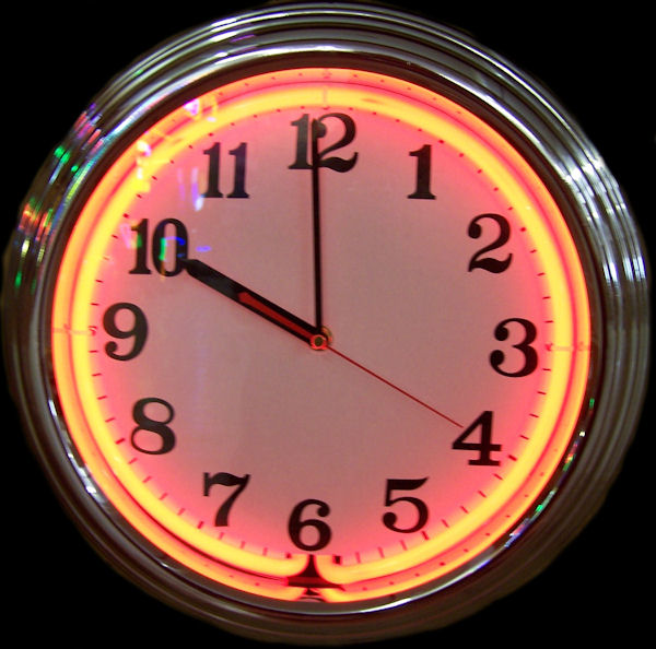 Standard Chrome Red Clock